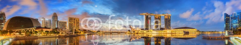 85445253 – Ukraine – Singapore Skyline and view of Marina Bay