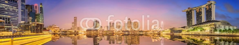 85445304 – Ukraine – Singapore Skyline and view of Marina Bay