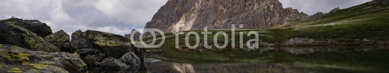 85483108 – Italy – Panorama di montagna sulle Alpi del Piemonte in estate