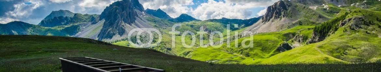 85483576 – Italy – Panorama di montagna sulle Alpi del Piemonte in estate