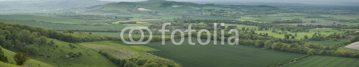 85550128 – United Kingdom of Great Britain and Northern Ireland – Morning over rolling English countryside panorama landscape in S