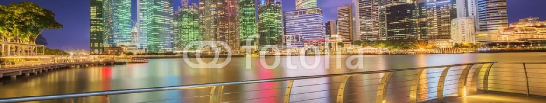 86211539 – Ukraine – Singapore Skyline and view of Marina Bay