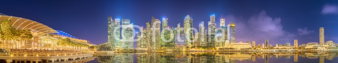 86226034 – Ukraine – Singapore Skyline and view of Marina Bay