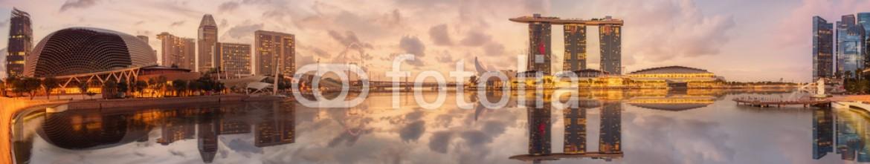 86226246 – Ukraine – Singapore Skyline and view of Marina Bay