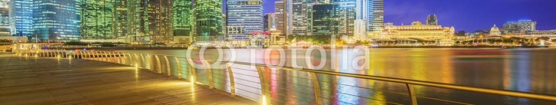 86269337 – Ukraine – Singapore Skyline and view of Marina Bay