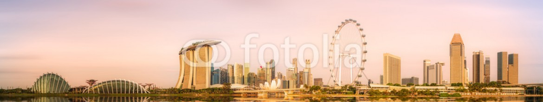 86493654 – Ukraine – Singapore Skyline and view of Marina Bay