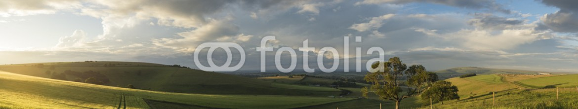87323757 – United Kingdom of Great Britain and Northern Ireland – Beautiful panorama landscape South Downs countryside in Summer