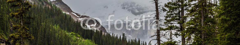 87352137 – Canada – Rain over the glaciar in Lake Louise