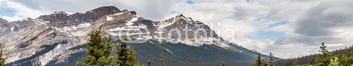 87352769 – Canada – beautiful lake in the Canadian Rocky Mountains