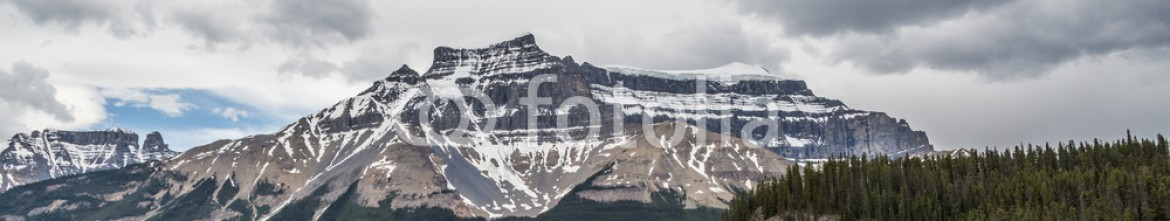 87353822 – Canada – Rocky Mountain and cloudy sky