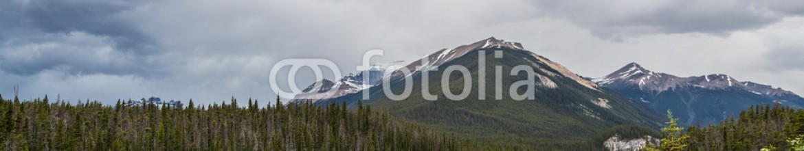 87353844 – Canada – Clouds of the Rockies