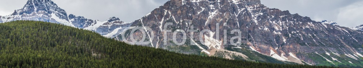 87353882 – Canada – Esmeral waters of the Rocky Mountains