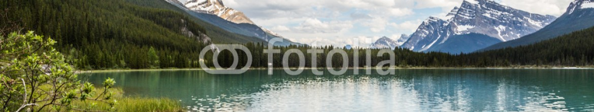 87353896 – Canada – lake by the rockies