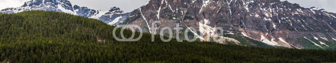 87353899 – Canada – Peak and the river