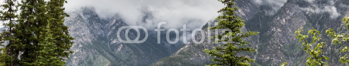 87354104 – Canada – The valley by Sulphur Mountain