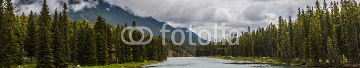 87354141 – Canada – Rain over Bow River in Banff