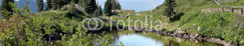 88075369 – Italy – Paesaggio di montagna con lago