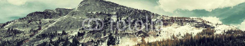 88446231 – United States of America – Snow Mountain lake