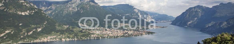 89998980 – Italy – Vista panoramica del lago di Como, ramo di Lecco