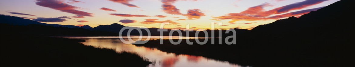 90028639 – United States of America – This is Lake Casitas at sunrise. There is a pinkish glow from the sun reflected in the lake.