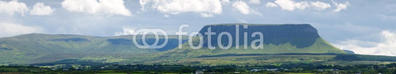90162161 – Ireland – Panorama Mountain benbulben in Sligo, Ireland
