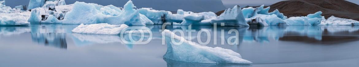 90201179 – Iceland – Iceberg's in lagoon in twilights in Iceland