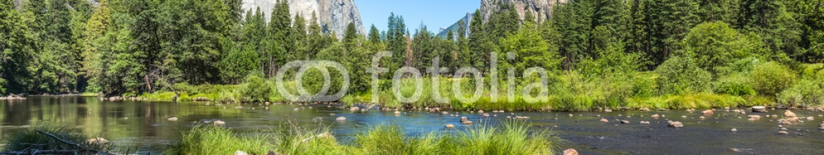 90228193 – Italy – Classic view of Yosemite Valley in Yosemite National Park, California, USA.