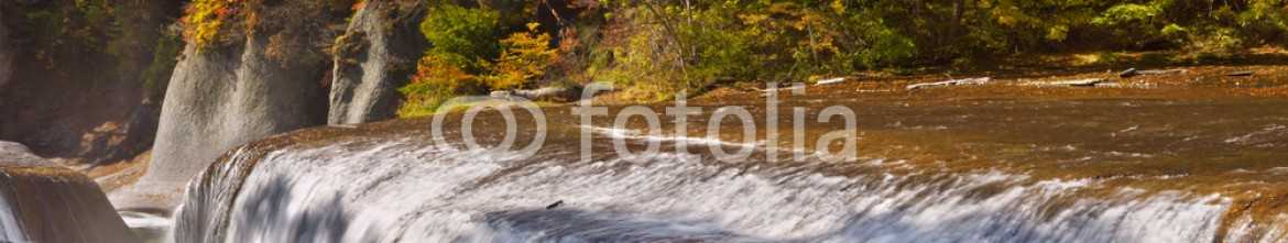 90814130 – Japan – The Fukiware Falls in Japan in autumn