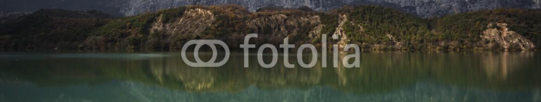91058459 – Italy – Riflessi del lago di toblino