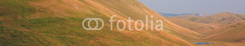 91061846 – Italy – Meraviglioso Abruzzo, ultime luci tra i monti