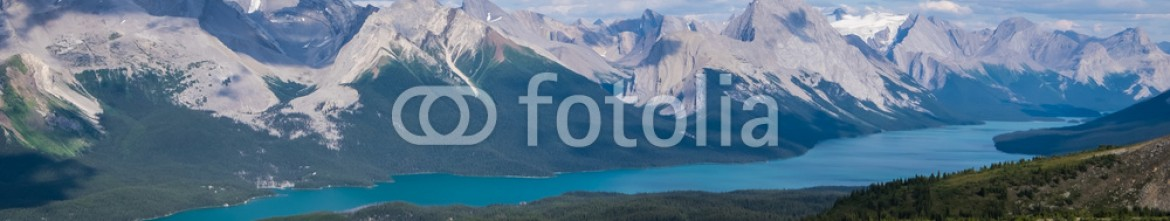 91063507 – United States of America – View of Maligne Lake and peaks from the Bald Hills in Jasper Nat