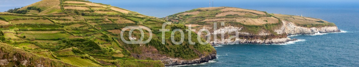 91242364 – Spain – Northern coast of Sao Miguel, Azores Islands, seen from Santa Ir