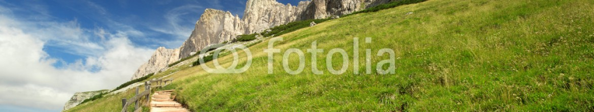 91326794 – Italy – sloping mountain trail in the Italian Dolomites