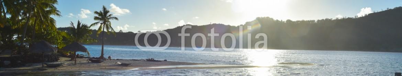 91448404 – French Polynesia – Alba su passerella hotel Bora Bora