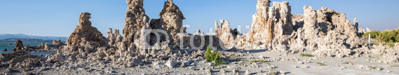 91476609 – United States of America – Mono Lake with tufa rock in Mono County, California, USA