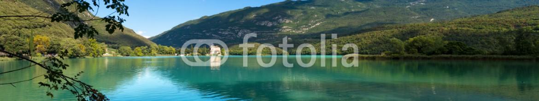 91482264 – Italy – Lago di Toblino – Trentino Italy / Toblino Lake (Lago di Toblino) with a medieval castle, small alpine lake in Trentino Alto Adige, Italy, Europe
