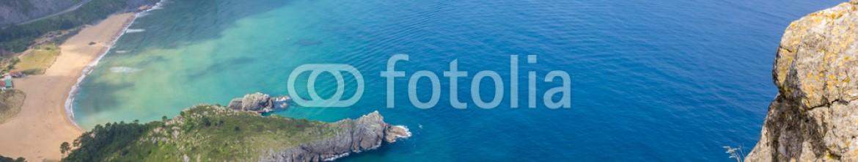 91848595 – Spain – Vista panorámica de Urdaibai y la costa Cantábrica, Bizkaia (España)