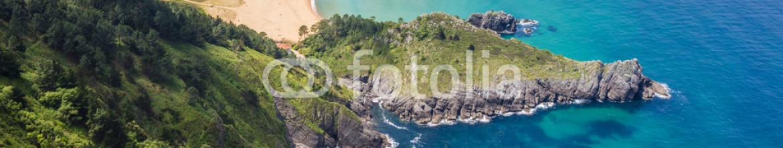 91848680 – Spain – Vista panorámica de Urdaibai y la costa Cantábrica, Bizkaia (España)