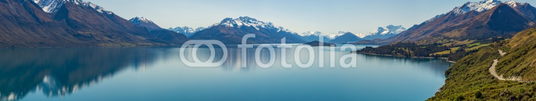 92087132 – New Zealand – road along the Lake