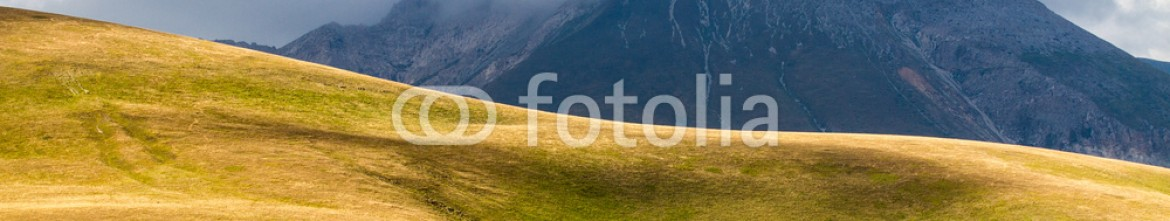 92090871 – Italy – MOUNTAIN AND CLOUDS GRANSASSO