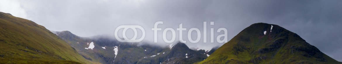 92483954 – United Kingdom of Great Britain and Northern Ireland – Glencoe mountains and landscape, in cloudy day, Scotland