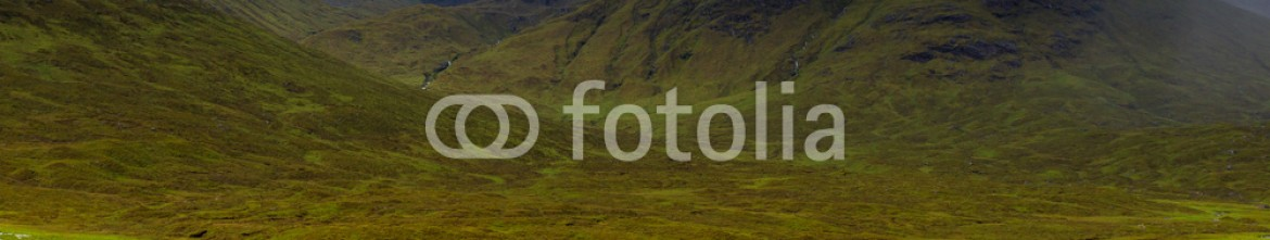 92484009 – United Kingdom of Great Britain and Northern Ireland – Glencoe mountains and landscape, in cloudy day, Scotland