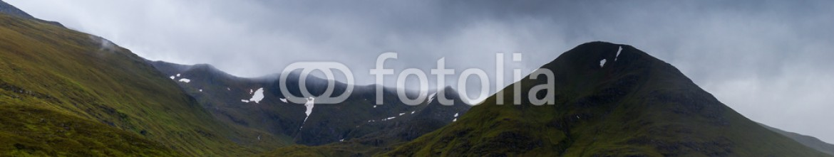 92484363 – United Kingdom of Great Britain and Northern Ireland – Glencoe mountains and landscape, in cloudy day, Scotland
