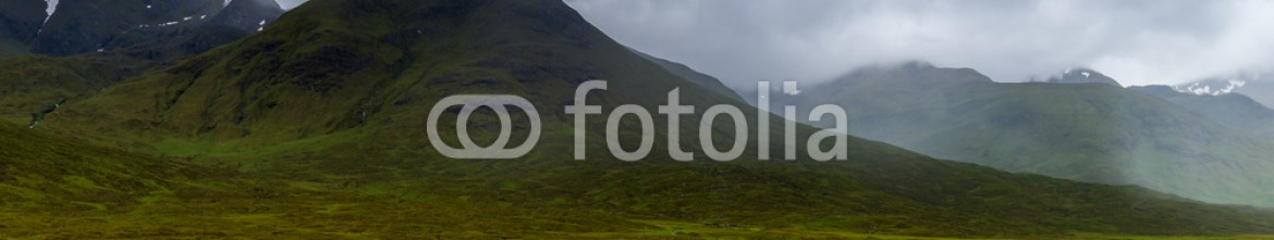 92484781 – United Kingdom of Great Britain and Northern Ireland – Glencoe mountains and landscape, in cloudy day, Scotland