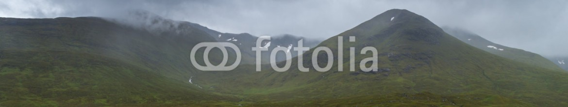 92485255 – United Kingdom of Great Britain and Northern Ireland – Glencoe mountains and landscape, in cloudy day, Scotland