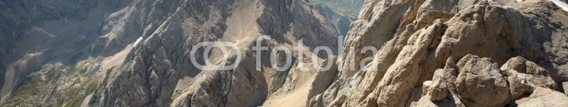 92572934 – Italy – panoramic view of an alpine mountain range
