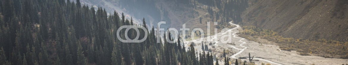 92594371 – Kirghizistan – The panorama of mountain landscape of Ala-Archa gorge in the sum