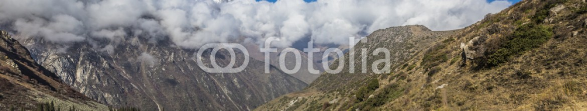 92594975 – Kirghizistan – The panorama of mountain landscape of Ala-Archa gorge in the sum
