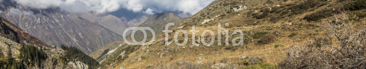 92595012 – Kirghizistan – The panorama of mountain landscape of Ala-Archa gorge in the sum