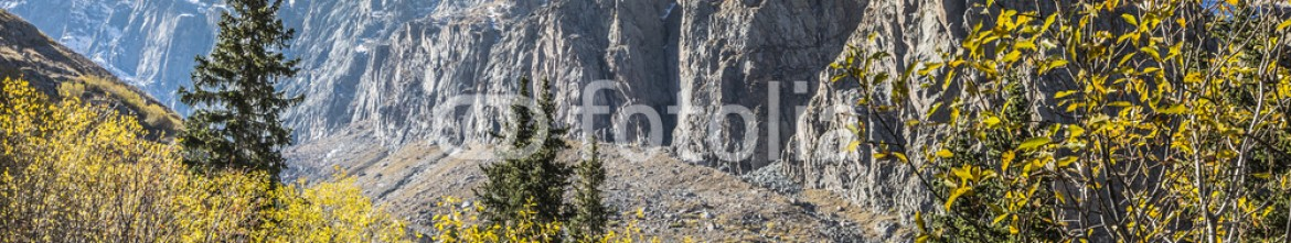 92595075 – Kirghizistan – The panorama of mountain landscape of Ala-Archa gorge in the sum